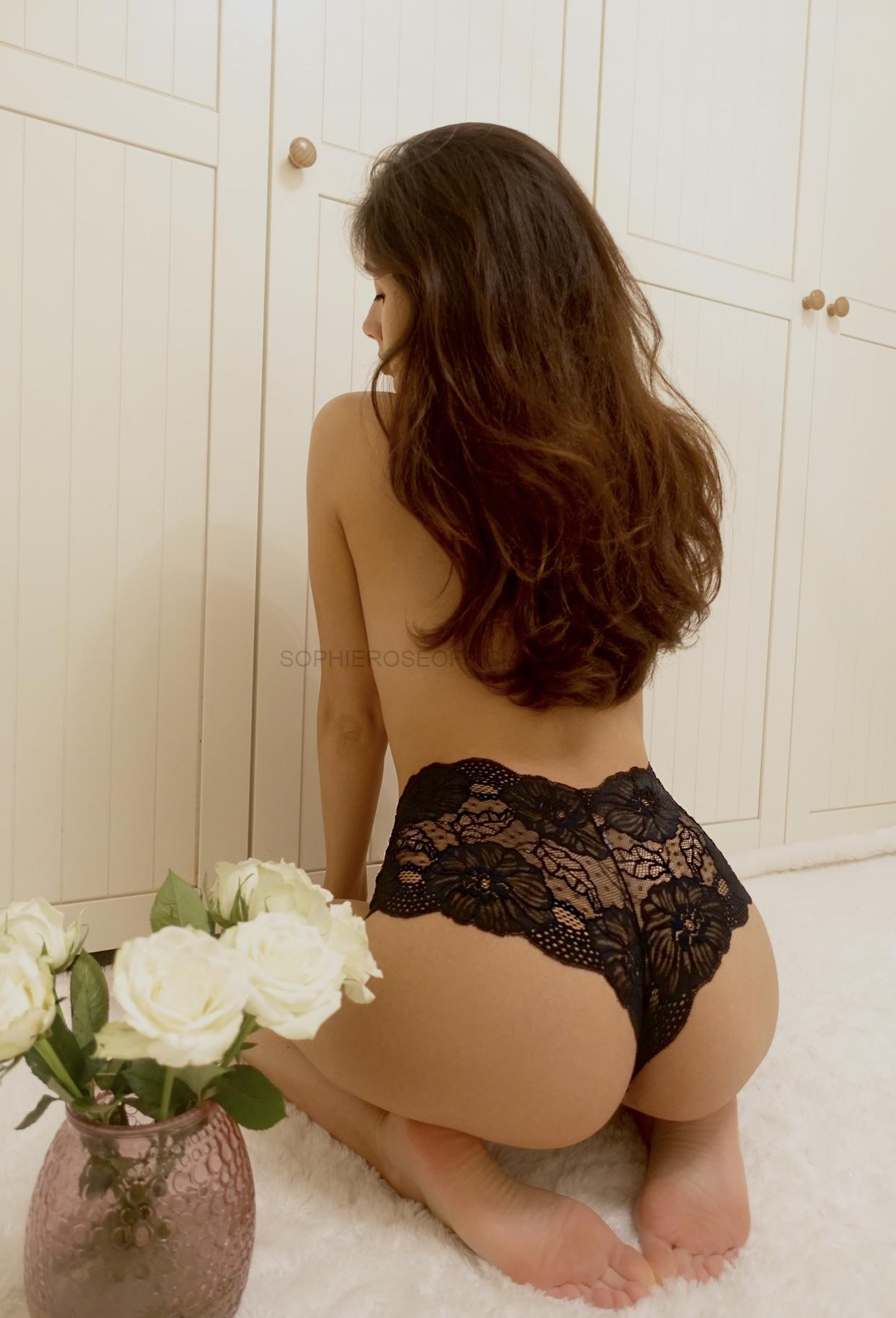 Just me and a French Knicker….🌷 Sunday Extra…….